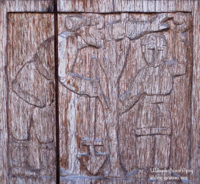 Ծառ տնկողները, դռան վրայի քանդակ Տաթևի վանքում
