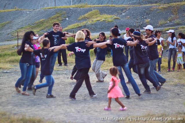 Ազգային պար - Պարենք Հայերեն երիտասարդական նախաձեռնություն