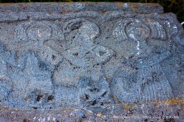 Աղուտի, շիրմաքար մի քանի կանաց պատկերներով