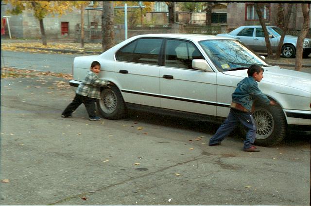 Ժապավեն։ Փողոցային # -1 ․ Մեքենա փախցնողները