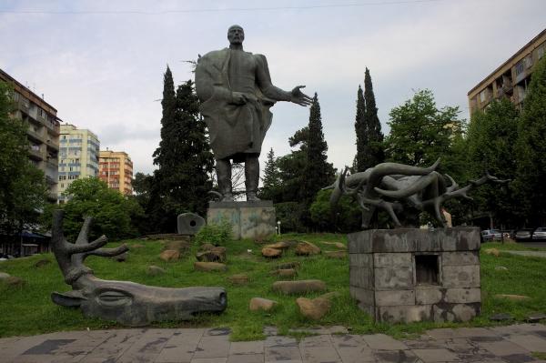 Թիֆլիս․ Վաժա Պշավելլայի արձանը