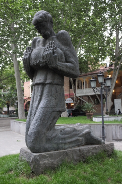 Թիֆլիս․ Պիրոսմանիի արձանը